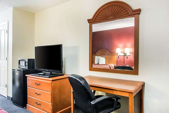 Rodeway Inn: Guest room with queen bed(s)