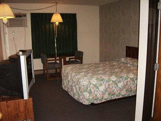 Rum River Motel Princeton MN bed