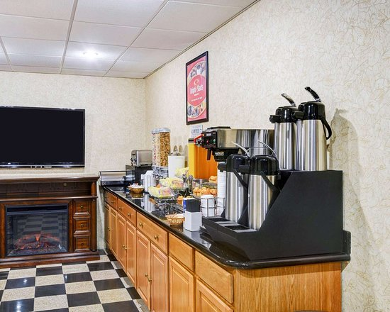 Econo Lodge : Assorted breakfast items