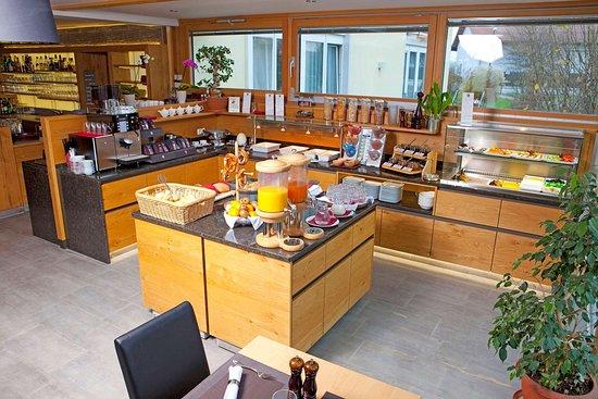 Salmdorf, ألمانيا: Spacious breakfast area