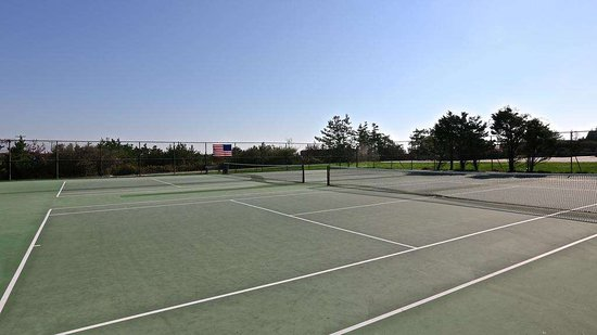 Amagansett, NY: WindWard Shores Tennis Courts