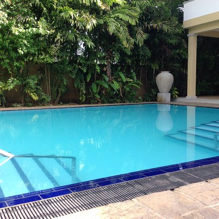 Opulent split level rooms with a great pool