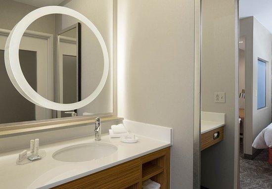 Bridgeton, MO: Guest room