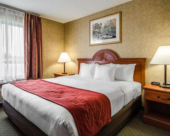 Rockport, IN: Suite with king bed