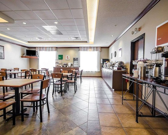 Rockport, IN: Enjoy breakfast in this seating area