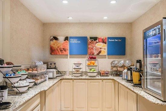 Plainwell, MI: Breakfast counter