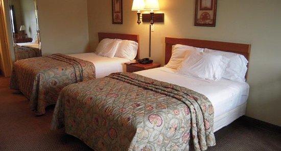Piedmont, ألاباما: Two Queen Beds