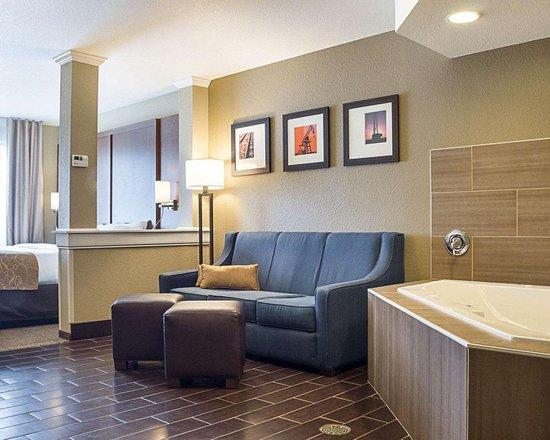Comfort Suites Minot: Whirlpool suite