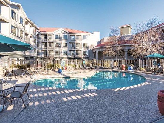 La Quinta Inn & Suites Flagstaff: Pool view