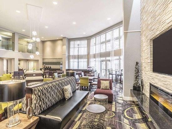 La Quinta Inn & Suites Flagstaff: Lobby view