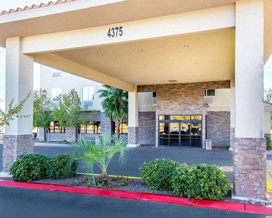 Comfort Inn & Suites Las Vegas: Hotel entrance