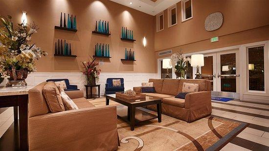 Best Western Plus Marina Gateway Hotel: Lobby