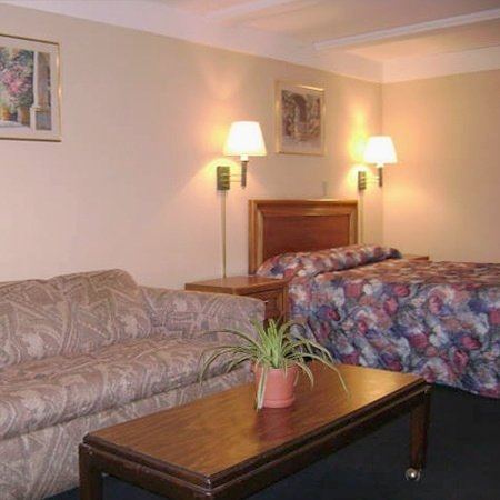 Legacy Inn Suites Wadsworth Room