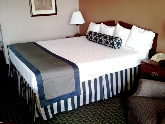 Garden City, KS: King Bed