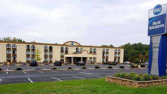 Best Western Hazlet Inn: Exterior