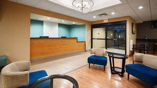 Best Western Plus University Inn: Front Desk