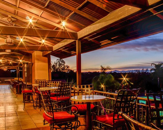 La Posada Lodge and Casitas: Outdoor dining with sunset views