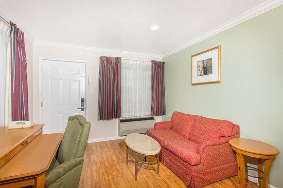 Upper Lake, Californien: Mini-Suite Sitting Area