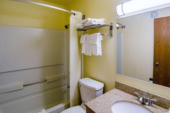 Montoursville, PA: bathroom