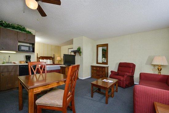 Americas Best Value Inn & Suites - Lancaster: One Queen Bed Suite