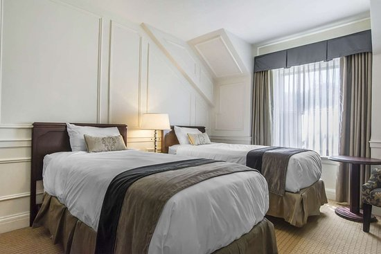 Digby Pines Golf Resort & Spa: Guest room with two beds