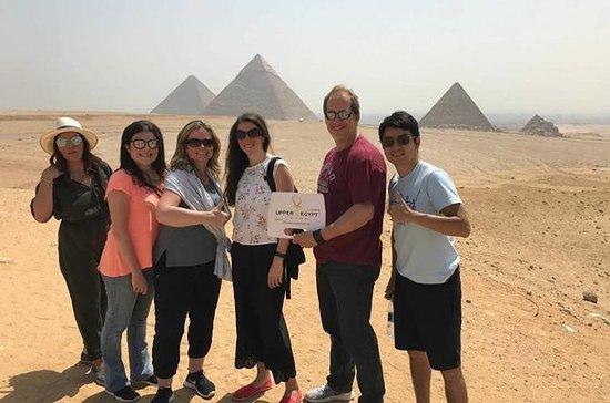 Pirâmides de Gizé e cruzeiro com...
