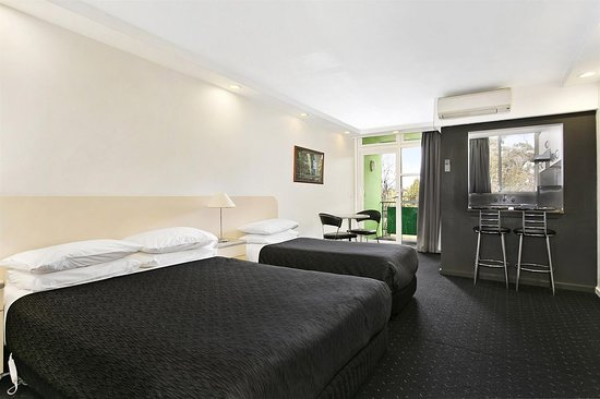 Best western melbourne 39 s princes park motor inn updated for Apartments across from motor city casino