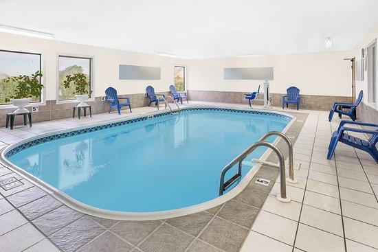 Americas Best Value Inn- Galesburg: Indoor Pool
