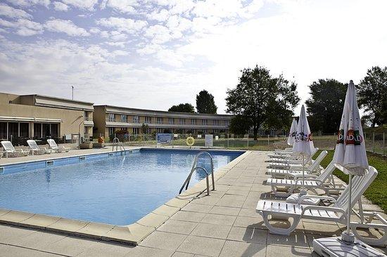 Fuveau, Francja: Pool