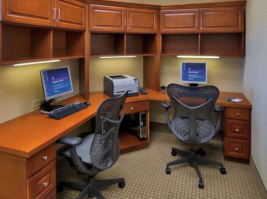 Hilton Garden Inn Lakewood: Business Center