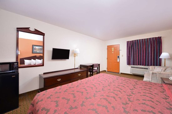 LaFayette, GA: One King Bed Suite