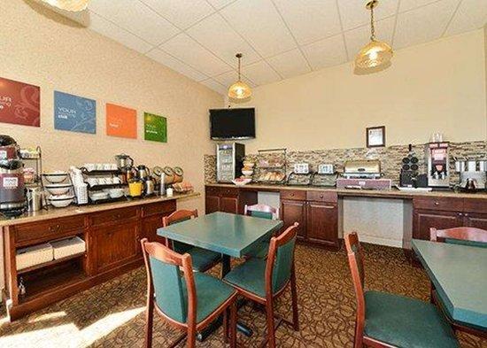 Comfort Inn Halifax: Free breakfast