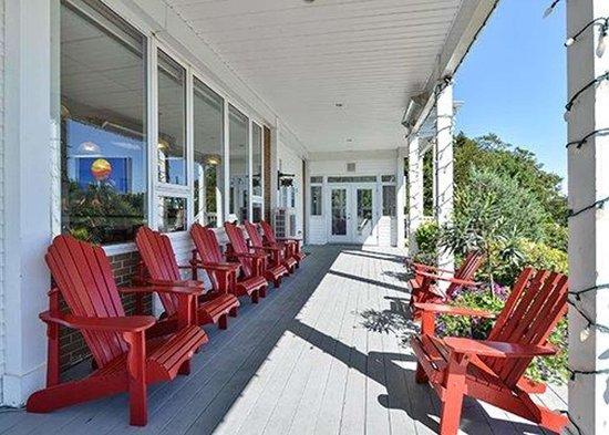 Comfort Inn Halifax: Relaxing patio area