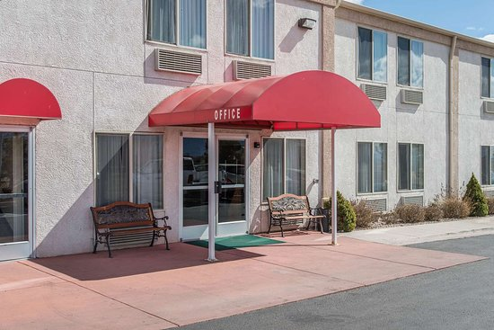 Econo Lodge Near Peterson Air Force Base