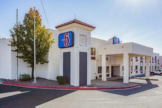 Motel 6 Santa Fe Central: exterior