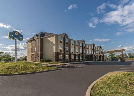 La Quinta Inn Amp Suites Collinsville St Louis 74