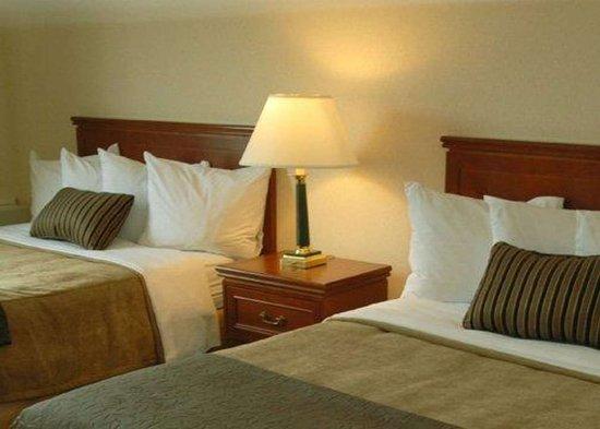 كواليتي هوتل مونتريال إيست: Guest room with double beds