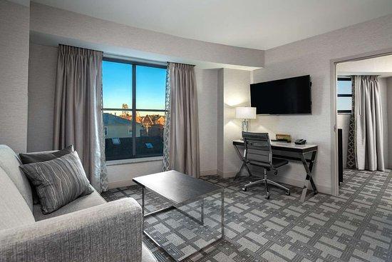hilton garden inn portsmouth downtown updated 2018. Black Bedroom Furniture Sets. Home Design Ideas