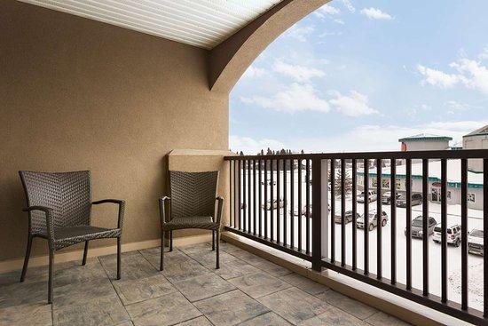 guest room picture of days inn suites by wyndham brandon rh tripadvisor com au