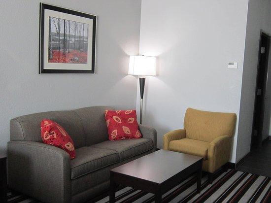 Coweta, OK: Suite Seating Area