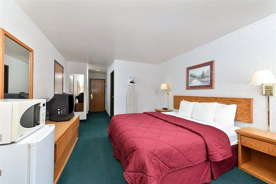 Snowflake, AZ: One King Bed Guest Room
