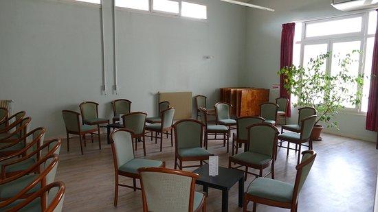 Saubusse, ฝรั่งเศส: Salle de travail, de TV et bibliothèque