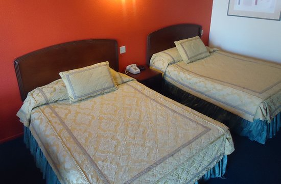 Sea Rock Inn: Guest Room with Two Beds