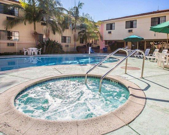 Walnut, Kaliforniya: Outdoor hot tub