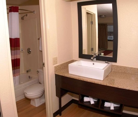 Brookhaven, GA: Bathroom