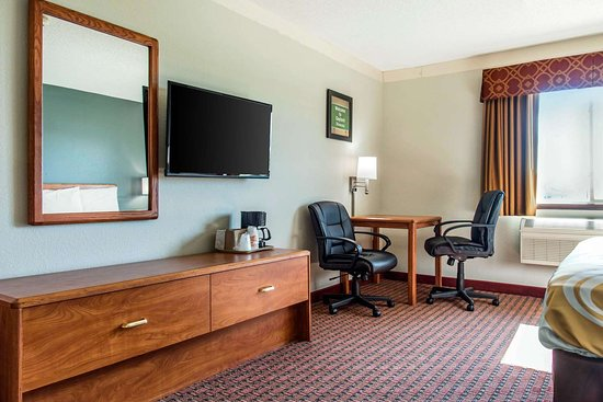 Gaylord, MN : King suite with whirlpool bathtub