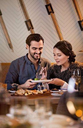 Fairmont Chateau Lake Louise: Alpine Social couple dining