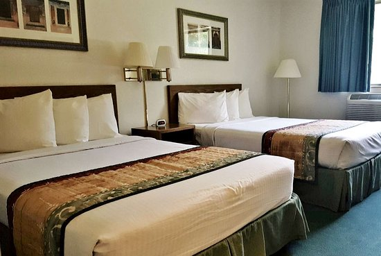 Cassville, MO: Two Double Beds