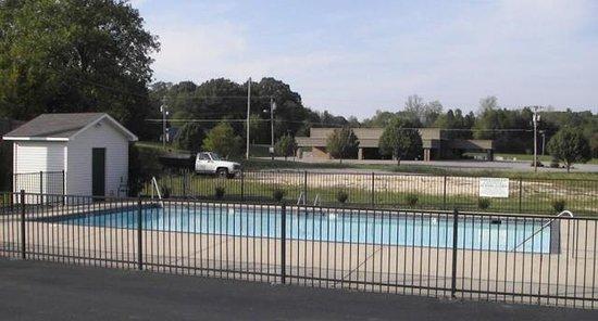 Camden, TN: Pool