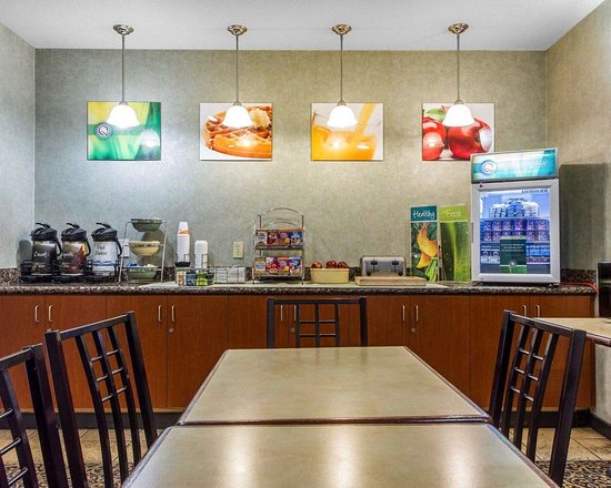 Quality Inn & Suites : Assorted breakfast items